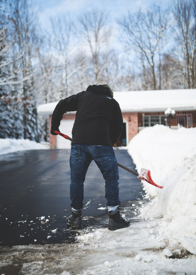 how to remove snow from driveway without a shovel image